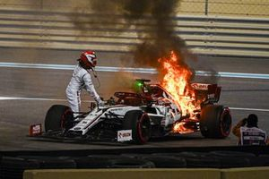 Kimi Raikkonen, Alfa Romeo Racing C39, comes to a halt after a fire