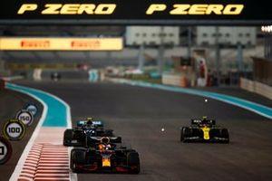 Max Verstappen, Red Bull Racing RB16, Valtteri Bottas, Mercedes F1 W11, and Esteban Ocon, Renault F1 Team R.S.20