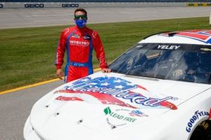 J.J. Yeley, Rick Ware Racing, Chevrolet Camaro Arrowhead Brass