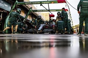 Entraînement aux arrêts aux stands chez Aston Martin