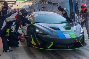 #77 Optimum Motorsport, McLaren 570 GT4: Jan Klingelnberg, Warren Hughes, Lars Dahmann, Charlie Hollings