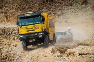 #253 Team Boucou Renault Trucks: Lilian Harichoury, Serge Coudert, Laurent Correia