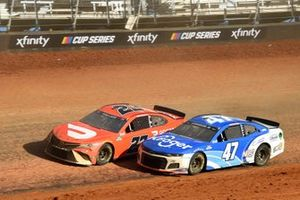 Bubba Wallace, 23XI Racing, Toyota Camry DoorDash, Ricky Stenhouse Jr., JTG Daugherty Racing, Chevrolet Camaro Kroger