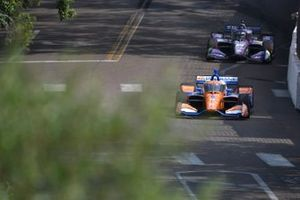 Scott Dixon, Chip Ganassi Racing Honda, Romain Grosjean, Dale Coyne Racing with RWR Honda