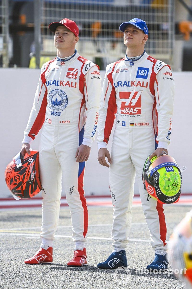Nikita Mazepin, Haas F1, y Mick Schumacher, Haas F1