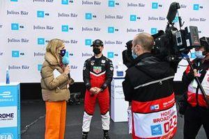 Presentatore TV Nicki Shields, intervista Pascal Wehrlein, Tag Heuer Porsche