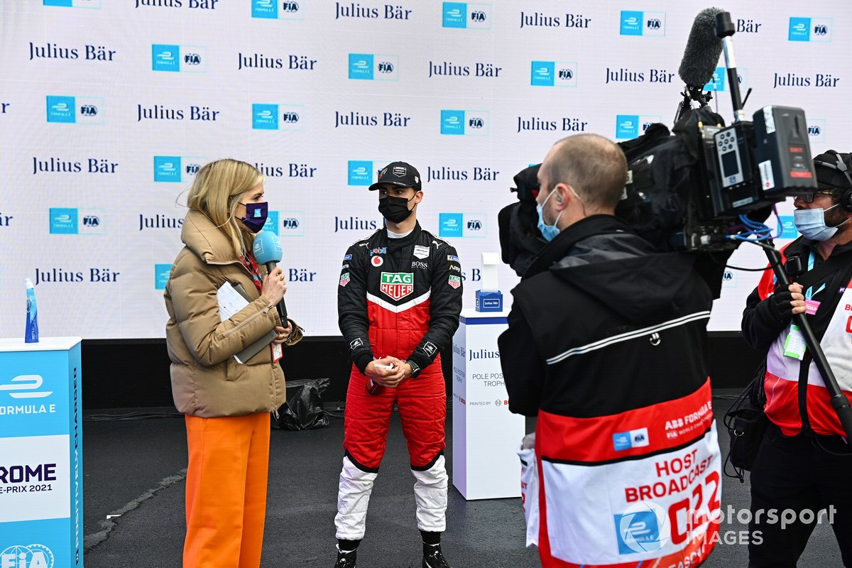 TV Presenter Nicki Shields, interviews Pascal Wehrlein, Tag Heuer Porsche