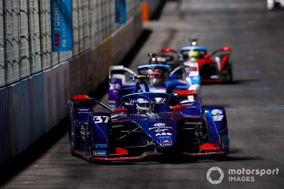 Nick Cassidy, Envision Virgin Racing, Audi e-tron FE07, por delante de Maximilian Guenther, BMW I Andretti Motorsports, BMW iFE.21