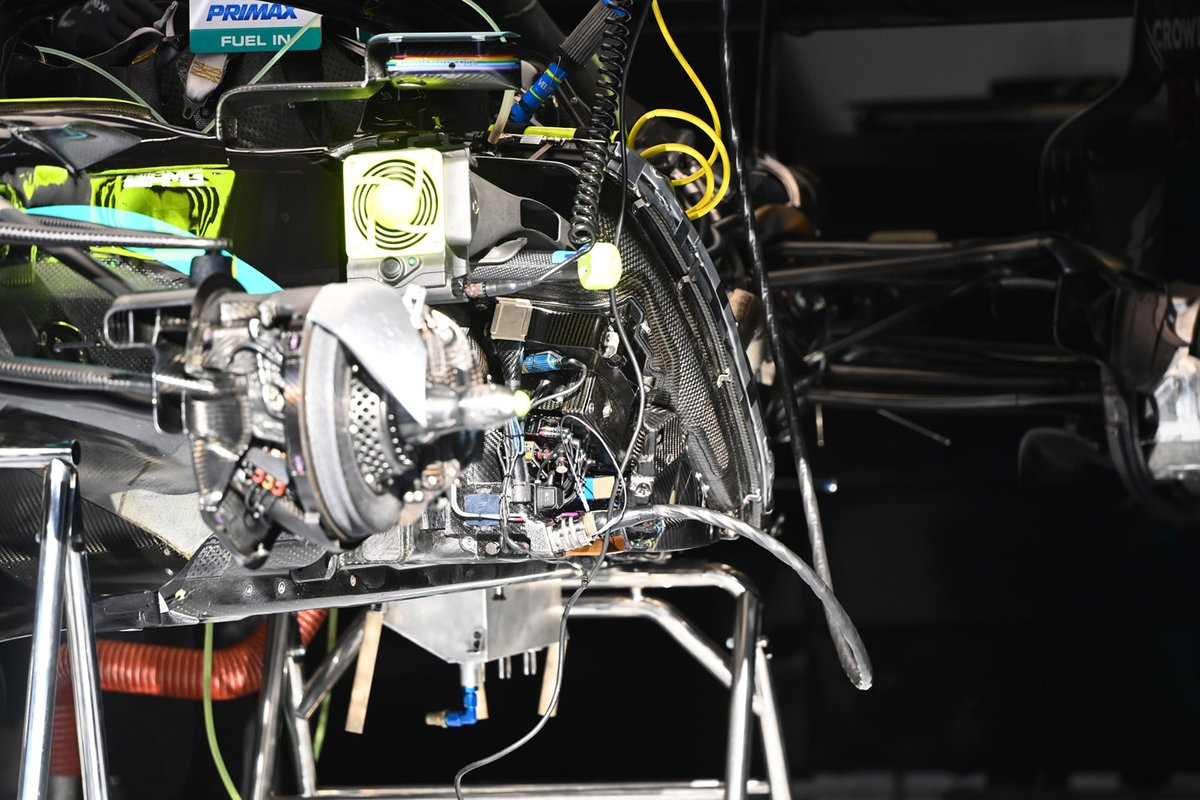 Mercedes W11: Kühlungsinstallation