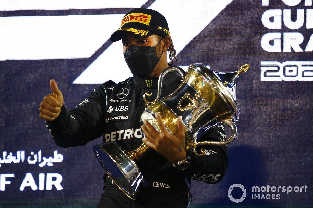 Podio: ganador Lewis Hamilton, Mercedes