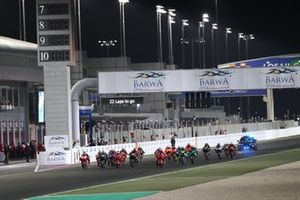 Старт: лидирует Франческо Баньяя, Ducati Team