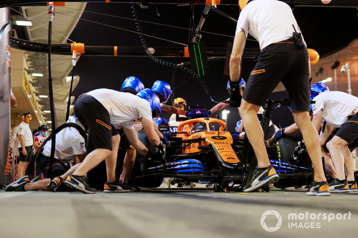 Carlos Sainz Jr., McLaren MCL35, makes a pit stop