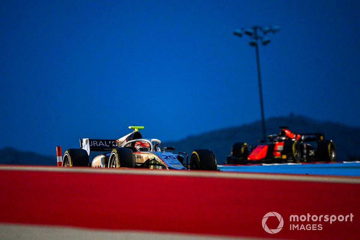 Luca Ghiotto, Hitech Grand Prix, precede Giuliano Alesi, MP Motorsport