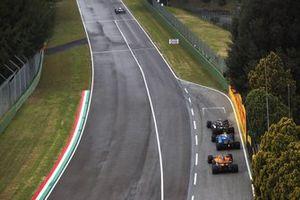 Valtteri Bottas, Mercedes W12, Esteban Ocon, Alpine A521, and Daniel Ricciardo, McLaren MCL35M, to the grid