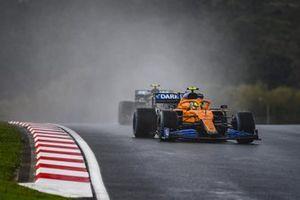 Lando Norris, McLaren MCL35, Valtteri Bottas, Mercedes F1 W11