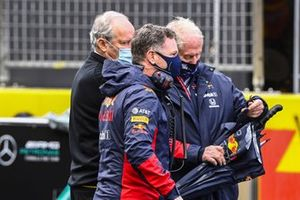 Christian Horner, Team Principal, Red Bull Racing, and Helmut Marko, Consultant, Red Bull Racing, on the grid