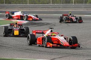 Mick Schumacher, Prema Racing leads Jehan Daruvala, Carlin, Callum Ilott, UNI-Virtuosi and Robert Shwartzman, Prema Racing