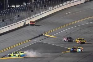 Crash: Ryan Blaney, Team Penske, Ford Mustang Menards/Great Lakes Flooring