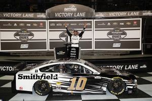 Duel 1, il vincitore Aric Almirola, Stewart-Haas Racing, Ford Mustang Smithfield