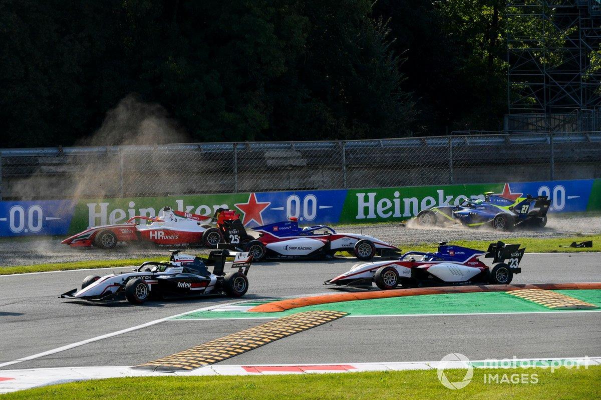 Accidente al inicio de la carrera
