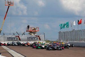 Will Power, Team Penske Chevrolet, Colton Herta, Andretti Harding Steinbrenner Autosport Honda, Jack Harvey, Meyer Shank Racing Honda, Alexander Rossi, Andretti Autosport Honda, start