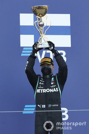 Valtteri Bottas, Mercedes-AMG F1, 1st position, lifts his trophy