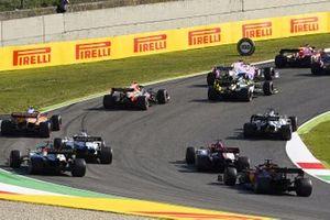 Charles Leclerc, Ferrari SF1000, Lance Stroll, Racing Point RP20, Sergio Pérez, Racing Point RP20, Daniel Ricciardo, Renault F1 Team R.S.20, Alex Albon, Red Bull Racing RB16, al inicio