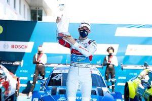 Podium: Race winner Robin Frijns, Audi Sport Team Abt Sportsline