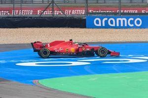 Sebastian Vettel, Ferrari SF1000, spins
