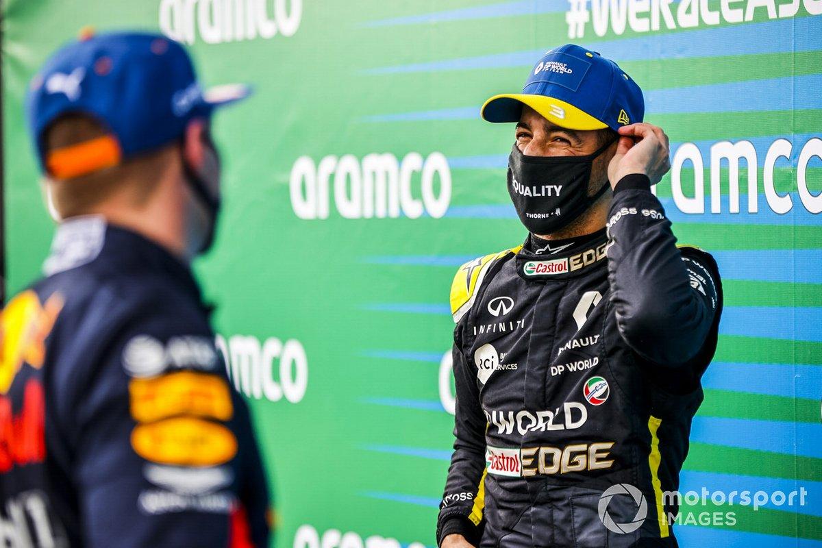 Daniel Ricciardo, Renault F1 e Max Verstappen, Red Bull Racing nel parco chiuso