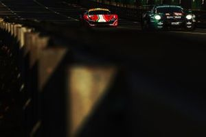#99 Dempsey-Proton Racing Porsche 911 RSR: Vutthikorn Inthraphuvasak, Lucas Légeret, Hugo De Sadelee
