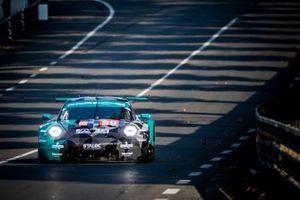 #99 Dempsey-Proton Racing Porsche 911 RSR: Vutthikorn Inthraphuvasak, Lucas Legeret, Hugo De Sadelee