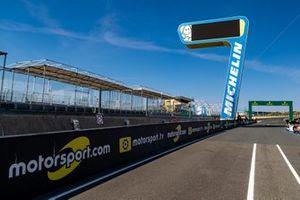 Cartel de Motorsport.com en Le Mans