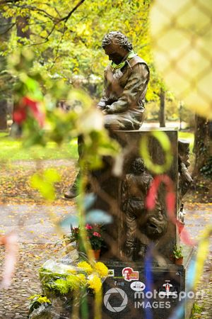 A trubute statue to Ayrton Senna
