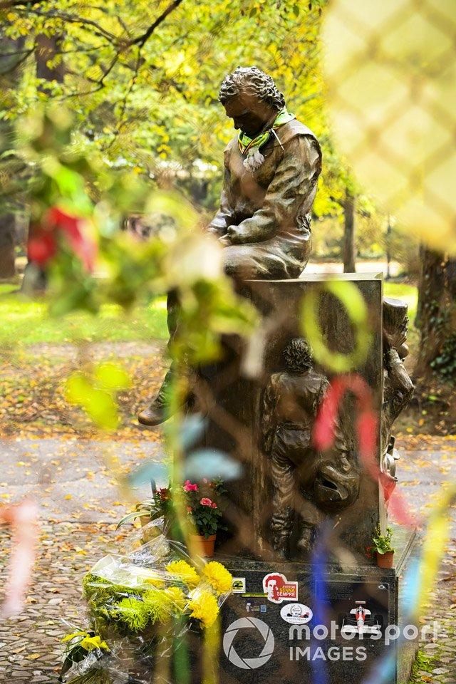 Una estatua homenaje a Ayrton Senna