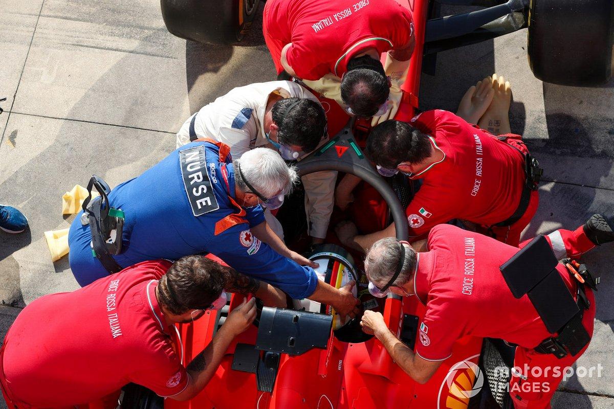 Sebastian Vettel, Ferrari, practica una extracción médica