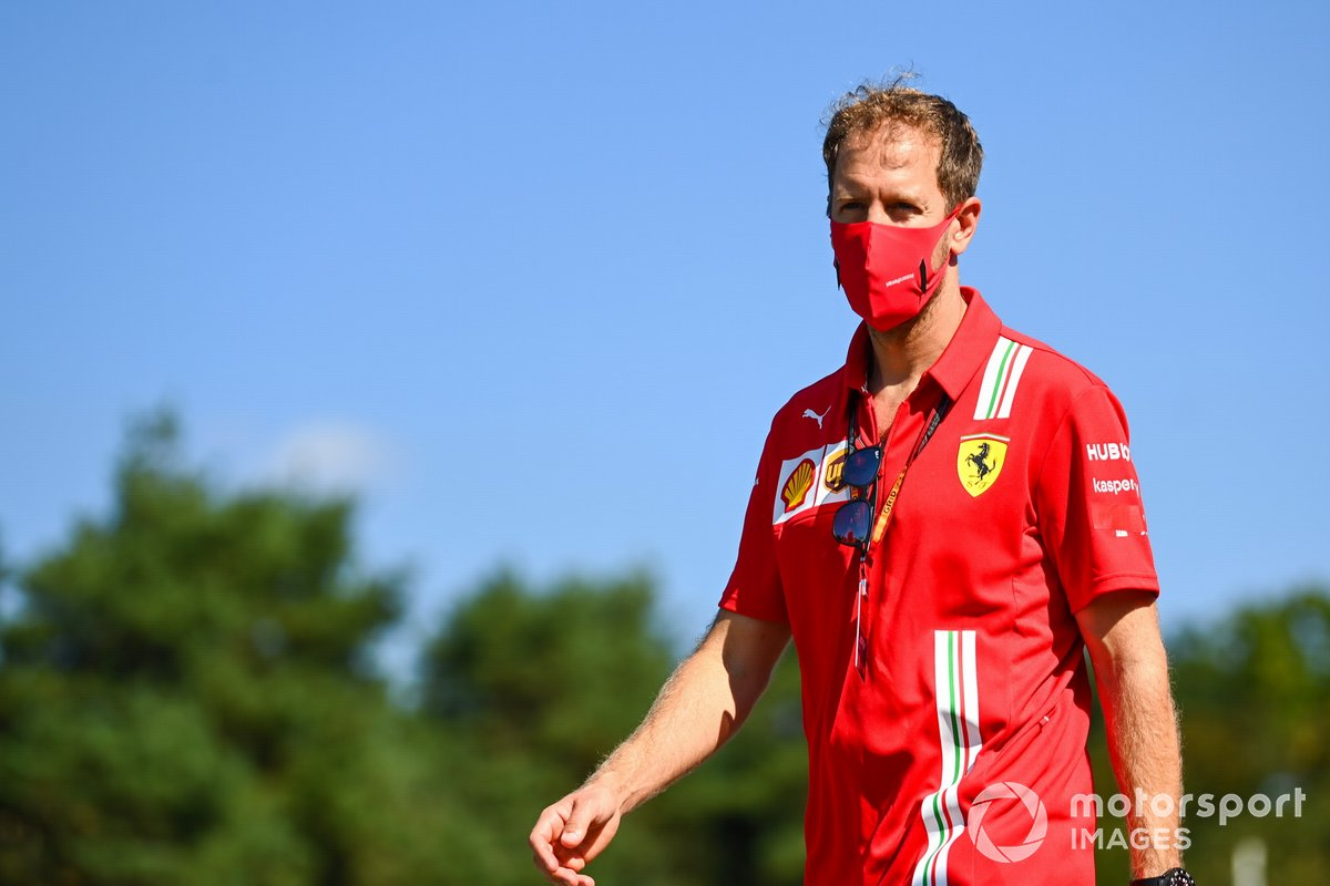 Sebastian Vettel, Ferrari, cammina in pista