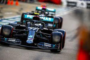 Valtteri Bottas, Mercedes F1 W11, Lewis Hamilton, Mercedes F1 W11, in the pit lane