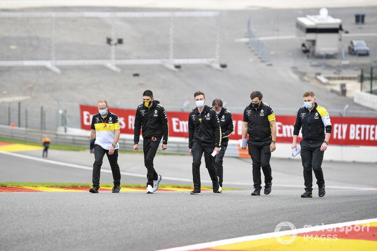 Esteban Ocon, Renault F1 fait son tour de piste avec ses ingénieurs