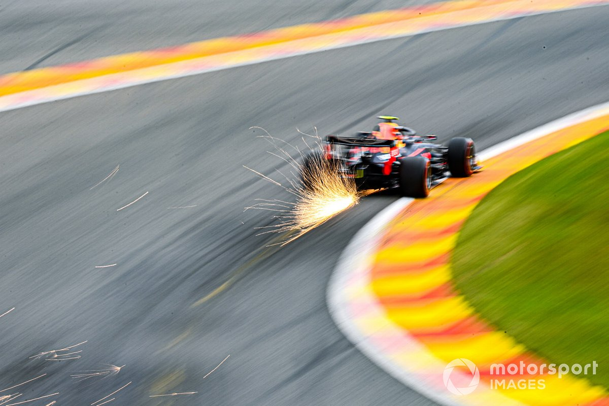 Alex Albon, Red Bull Racing RB16 sacando chispas