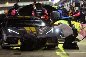 #4 Corvette Racing Corvette C8.R, GTLM crew makes adjustments during the red flag