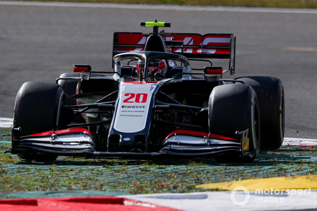 Kevin Magnussen, Haas VF-20, taglia una curva