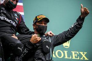 Winning Constructor Representative and Race Winner Lewis Hamilton, Mercedes-AMG F1 celebrate on the podium