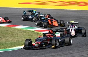 Enzo Fittipaldi, HWA Racelab leads Alexander Smolyar, ART Grand Prix and Richard Verschoor, MP Motorsport