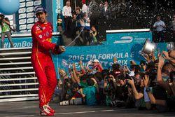Lucas di Grassi, ABT Schaeffler Audi Sport celebra con champaña