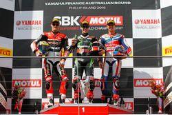 Podio gara 1 : il secondo, Chaz Davies, Aruba.it Racing - Ducati Team, il vincitore Jonathan Rea, Ka