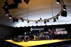Jolyon Pamer, Kevin Magnussen and Esteban Ocon, Renault F1 Team tests driver