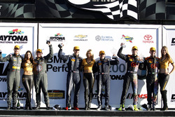 Podio general, ganador #15 Multimatic Motorsports Mustang Boss 302R: Billy Johnson, Scott Maxwell, 3