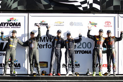 Podio, 3er #33 CJ Wilson Racing Porsche Cayman GT4: Daniel Burkett, Marc Miller; 1er #15 Multimatic