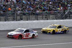Ryan Blaney, Team Penske, Ford Fusion REV Group and Ty Dillon, Germain Racing, Chevrolet Camaro Twisted Tea